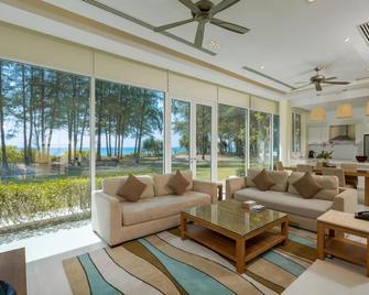 Splash Beach Resort, Mai Khao Phuket (SHA Plus+) - Mai Khao - Wohnzimmer