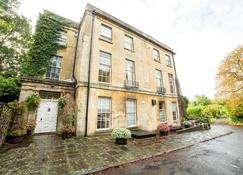 OYO Bailbrook Lodge - Bath - Building