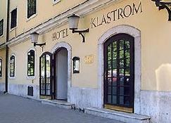 Klastrom - Győr - Byggnad