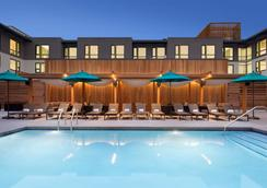 Embassy Suites by Hilton Boulder - Boulder - Pool