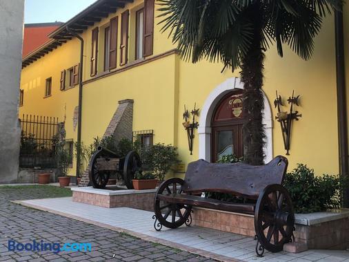 Antica Fonte - Brescia - Toà nhà