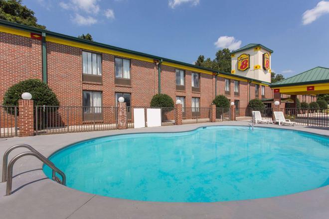 Super 8 by Wyndham Spartanburg/I-26 Exit 22 - Spartanburg - Pool
