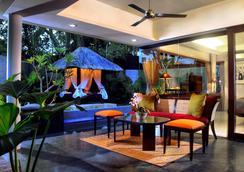 Royal Kamuela Villas & Suites at Monkey Forest Ubud - Ubud - Living room