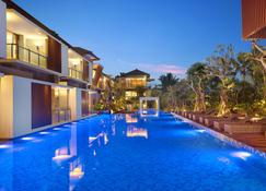 Royal Kamuela Villas & Suites at Monkey Forest Ubud - Ubud - Basen