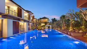 Royal Kamuela Villas & Suites at Monkey Forest Ubud - Ubud - Piscina
