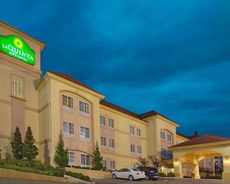 La Quinta Inn & Suites by Wyndham Vicksburg - Vicksburg - Building