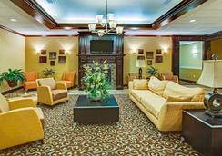 La Quinta Inn & Suites by Wyndham Vicksburg - Vicksburg - Σαλόνι ξενοδοχείου