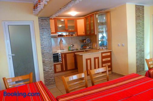 Tera Verde Complex & Spa - Oreshak - Kitchen