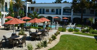 Oxford Suites Pismo Beach - Pismo Beach - Building