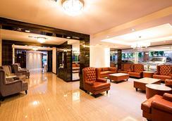 Aspen Suites Hotel Sukhumvit 2 Bangkok by Compass Hospitality - Bangkok - Lobby