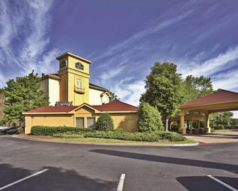 La Quinta Inn & Suites by Wyndham Birmingham Homewood - Homewood - Building