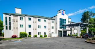 Motel 6 Portland North - Portland - Building