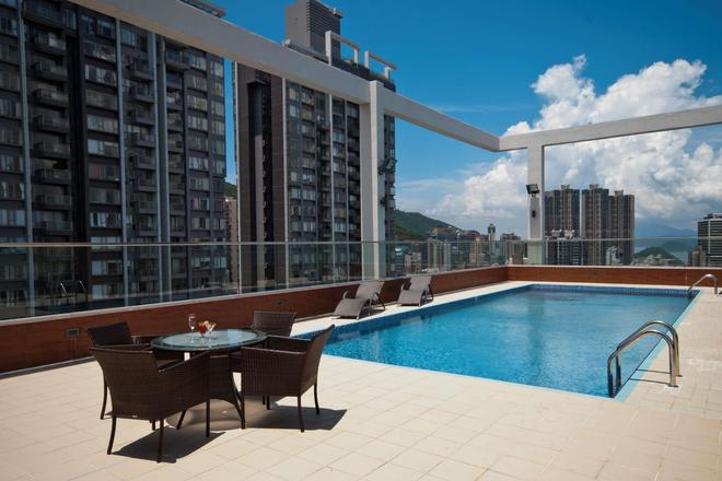 Ramada by Wyndham Hong Kong Harbour View - Hong Kong - Pool