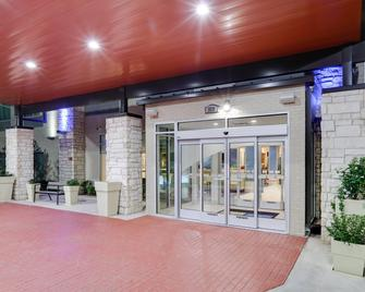 Holiday Inn Express & Suites - Farmers Branch - Farmers Branch - Building
