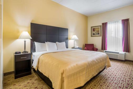 Quality Inn & Suites - Sellersburg - Bedroom