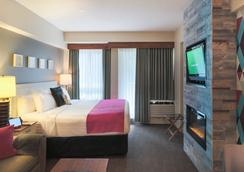 Summit Lodge Boutique Hotel - Whistler - Bedroom