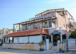 Hotel Delfin - Zara - Edificio