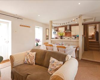 Roseland Cottage - Perranwell - Living room