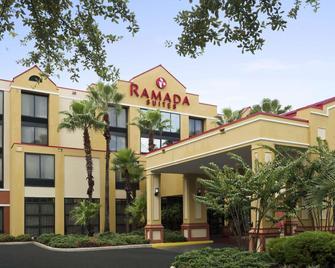 Ramada by Wyndham Suites Orlando Airport - Orlando - Building