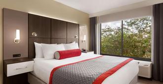 Ramada by Wyndham Suites Orlando Airport - אורלנדו - חדר שינה