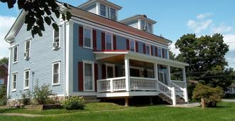 Tin Brook Bed & Breakfast - Walden