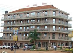Hotel Free Zone - Gulu - Bygning