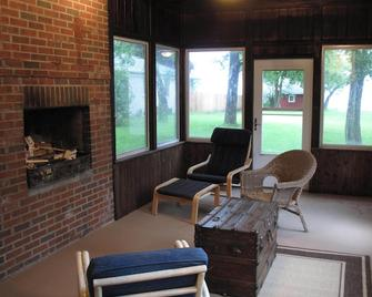 Lake Michigan Waterfront Kenosha Retreat For Eight People!! - Kenosha
