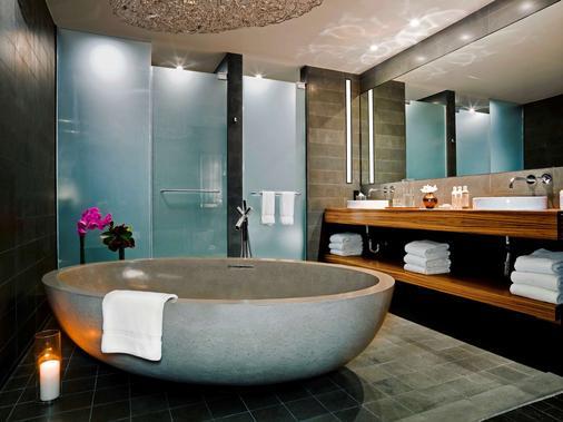 Sixty Les - New York - Bathroom
