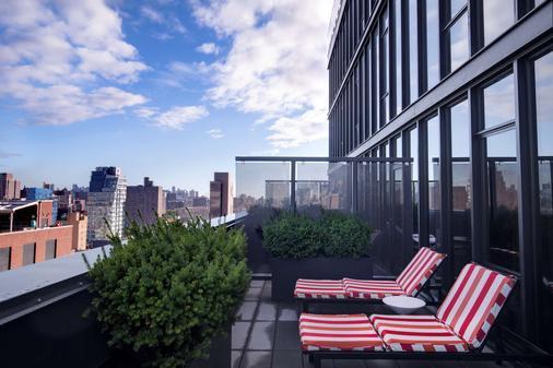Sixty Les - New York - Balcony