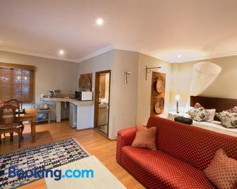 Pin Oak Cottage - Vryheid - Living room