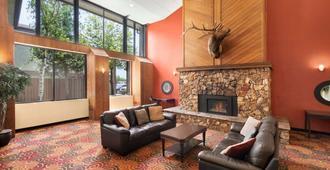 Days Hotel by Wyndham Flagstaff - Flagstaff - Soggiorno