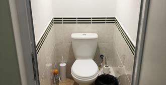 Zhukovsky - Odesa - Bathroom
