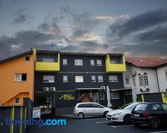 Hostel Mali Pariz - Slavonski Brod - Gebouw