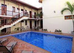 Hotel El Almirante - Granada - Pool