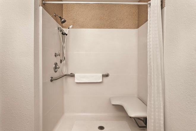 Country Inn and Suites by Radisson, Byram/Jackson - Byram - Salle de bain
