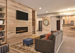 Country Inn and Suites by Radisson, Byram/Jackson - Byram - Lobby
