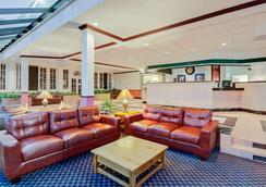 Days Inn by Wyndham Bay City - Bay City - Lobby