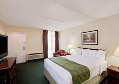 Days Inn by Wyndham Bay City - Bay City - Bedroom