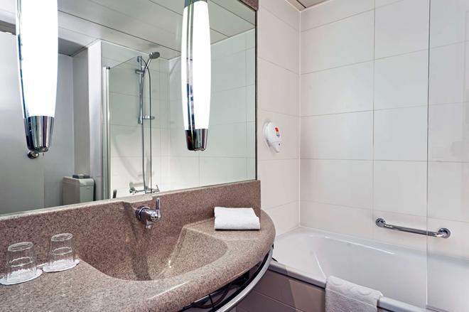 Tryp By Wyndham Wuppertal - Wuppertal - Bathroom