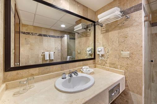 Quality Inn Aguascalientes - Aguascalientes - Bathroom