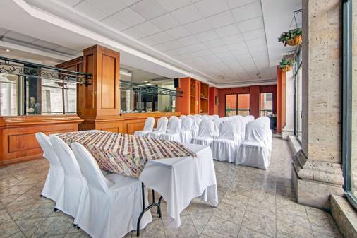 Quality Inn Aguascalientes - Aguascalientes - Banquet hall