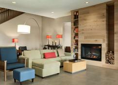 Country Inn & Suites Kansas City Village West - Kansas City - Living room