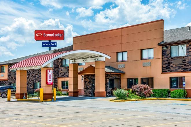 Econo Lodge at Wanamaker - Topeka - Building