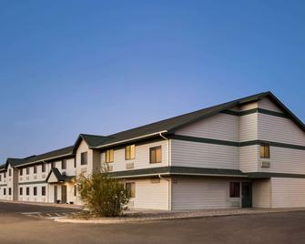 Travelodge by Wyndham Pecos - Pecos - Building
