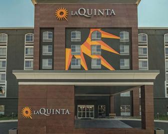 La Quinta Inn & Suites by Wyndham San Antonio Downtown - San Antonio - Building