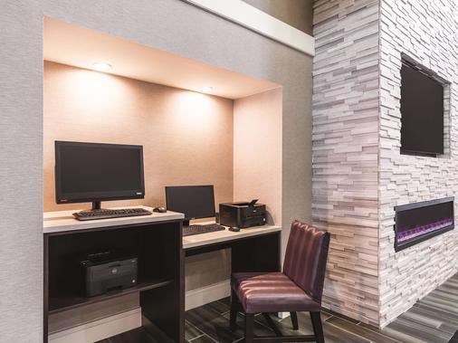 La Quinta Inn & Suites by Wyndham San Antonio Downtown - San Antonio - Business centre