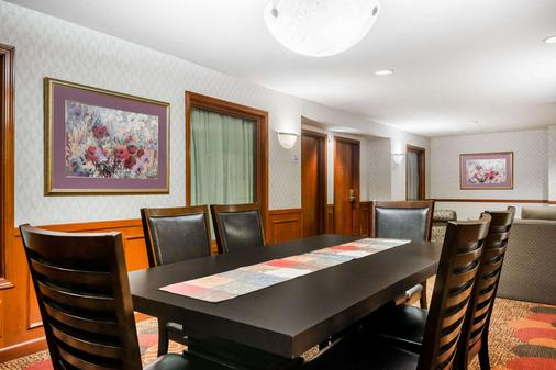 Baymont by Wyndham Plainfield/ Indianapolis Arpt Area - Plainfield - Dining room