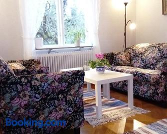 Charmig Villalägenhet 150 Meter Från Vänerns Strand - Mariestad - Living room