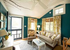 The Cottages at Cabot Cove - Kennebunkport - Living room
