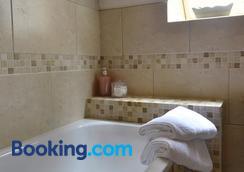 Brae House - Aberfeldy - Bathroom